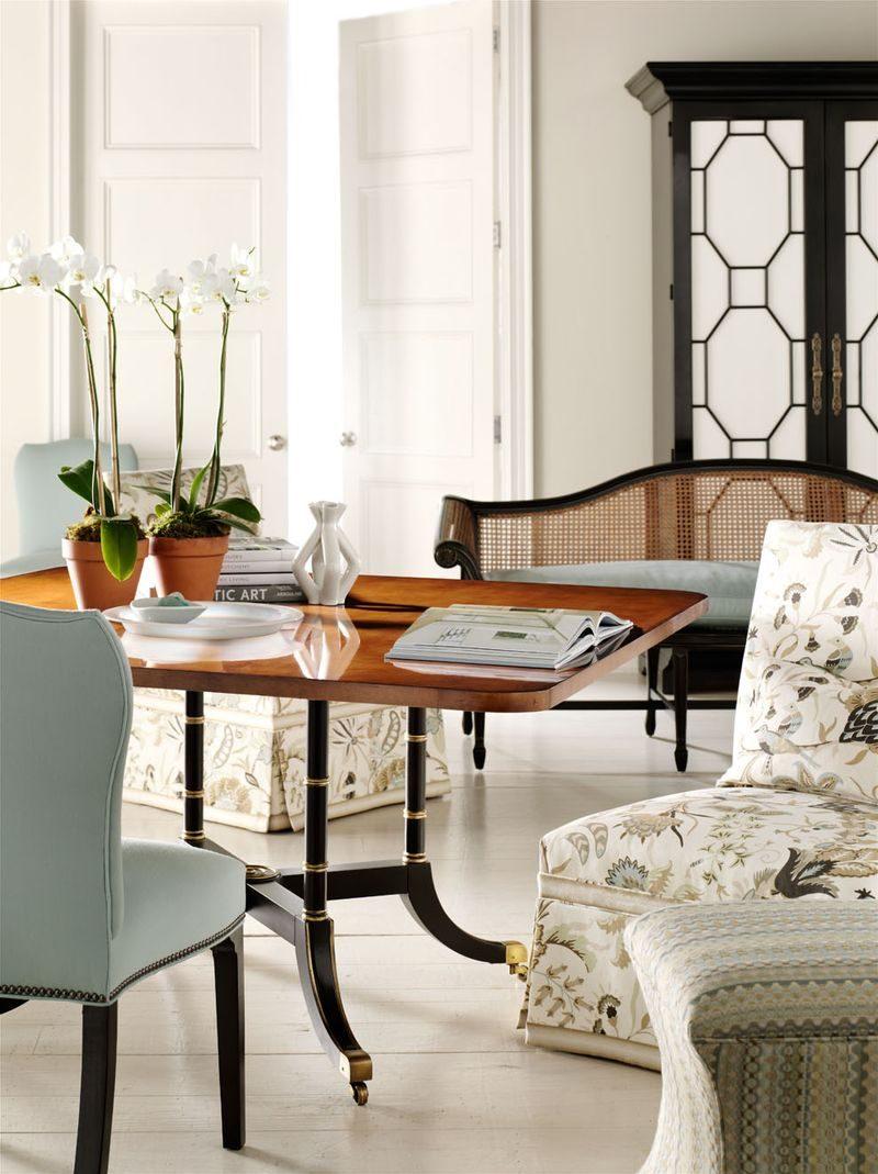 Peque a mesa de comedor barroca im genes y fotos for Mesa comedor pequena